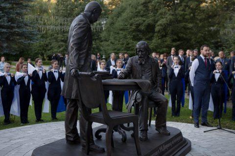 В роще ТГУ открыт памятник профессорам В.Флоринскому и Д.Менделееву
