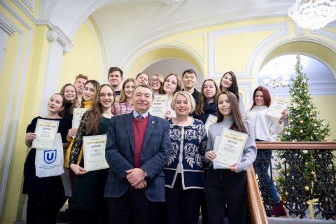 Эндаумент-фонд вручил дипломы победителям стипендиального конкурса